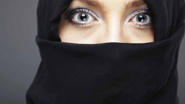 Spotyka się z egipskim muzułmaninem