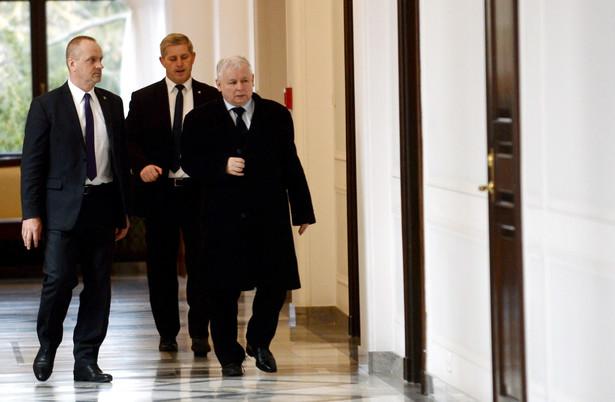 Jarosław Kaczyński przed spotkaniem liderów ośmiu partii.