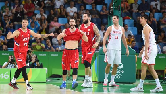 Radost naših košarkaša posle pobede nad Hrvatskom u Riju