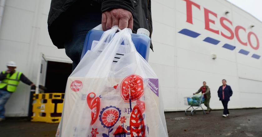 Informacja o zwolnieniach w polskim Tesco pojawiła się na stronie internetowej związkowców pracujących w hipermarketach sieci w styczniu 2018 roku. Wynika z niej, że zwolnienia grupowe, podczas których pracę straci maksymalnie 70 osób, odbędą się w okresie od 24 stycznia do 7 lutego 2018 r.