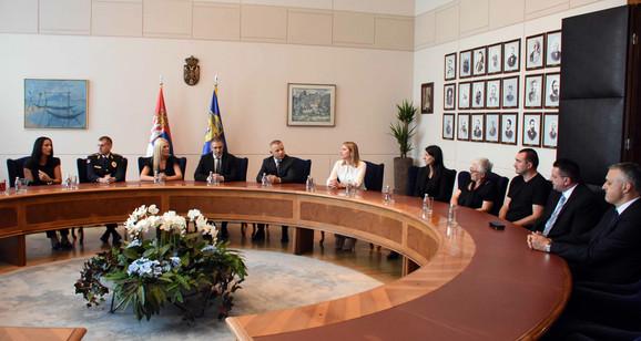 Stefanović je posthumno uručio medalje za hrabrost porodicama  Rmuša i Petrovića