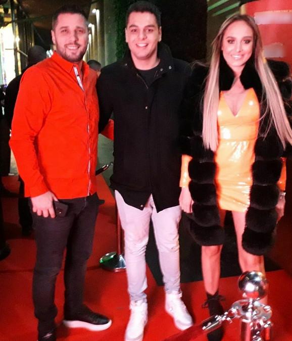 Adam i Luna Đogani sa Markom Miljkovićem
