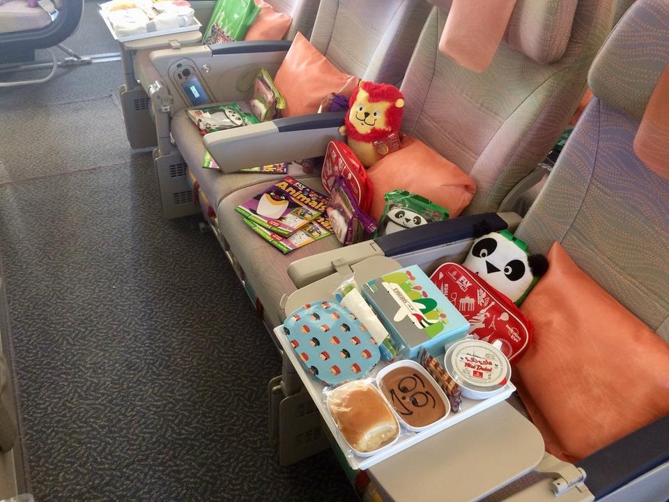 Upominki czekają też na najmłodszych pasażerów.