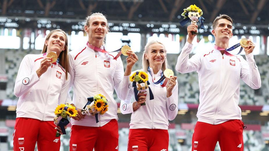 Polska sztafeta ze złotymi medalami