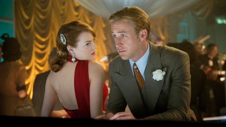 Młody aktor umawiający się ze starszą aktorką