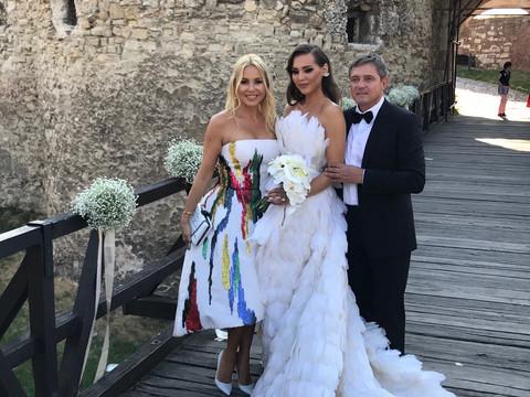 KALEMEGDAN VRVI OD POZNATIH: Evo ko je sve stigao od poznatih na svadbu Piksijeve ćerke!