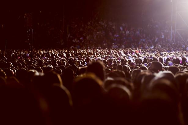 Zgodnie z prawem, organizator imprezy masowej odwołanej z powodu koronawirusa powinien zwrócić pieniądze za bilety - poinformował we wtorek PAP Urząd Ochrony Konkurencji i Konsumentów. W razie problemów pomocą będą służyć rzecznicy konsumentów.