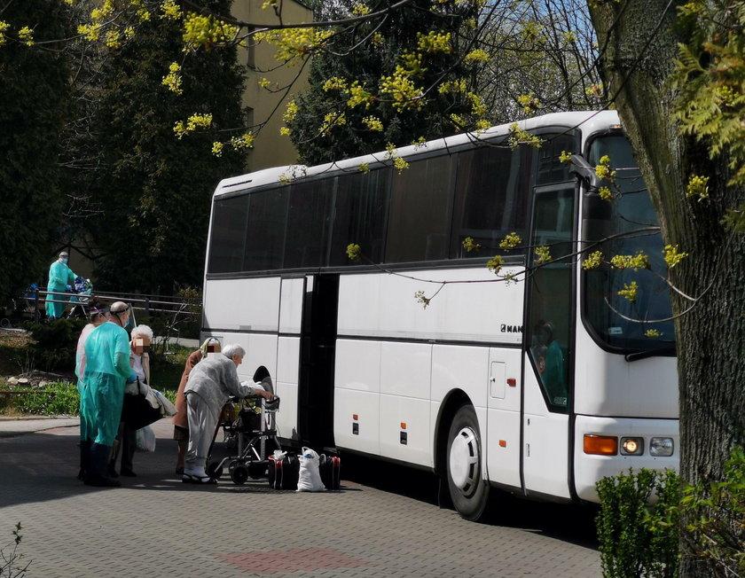 DPS Bytom. Ewakuacja niezarażonych koronawirusem pacjentów