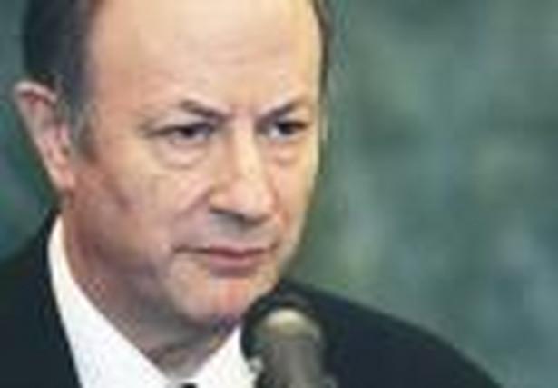 """""""Deficyt centralny będzie wynosił 18,2 mld zł. Będzie to najniższy zaplanowany deficyt od roku 2000. Oczywiście, będzie to dużo mniejszy deficyt w relacji do PKB niż ten deficyt 18-mld stanowił wówczas w 2000 roku"""" – powiedział Rostowski."""
