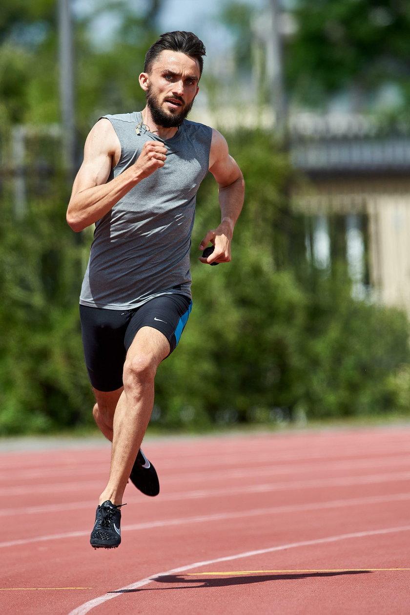Adam Kszczot, specjalista od biegu na 800 metrów, wielokrotny medalista wielkich imprez na tym dystansie, opowiada Faktowi, jak radzi sobie podczas pandemii.