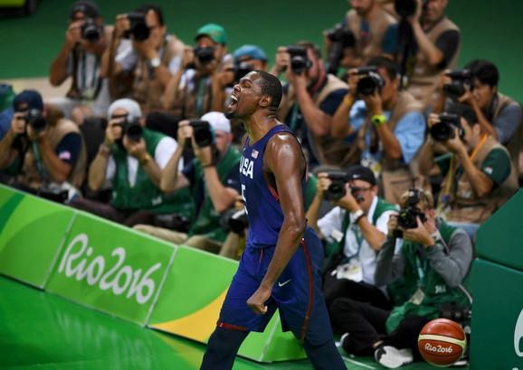 Radost Kevina Duranta posle zakucavanja u finalu sa