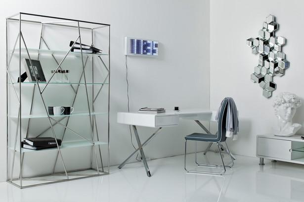 W mniejszych wnętrzach tj. pokojach do ok. 10 m. kw. wskazane jest zastosowanie jasnych kolorów, zarówno jeśli chodzi o meble jak i kolory ścian.