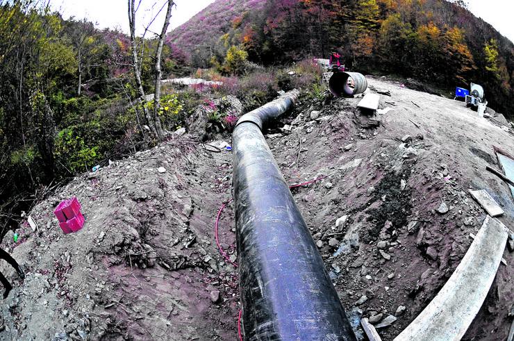 Meštani Toplog Dola kažu da će sačuvati svoju reku lepoticu da ne bi završila u cevi, kao što je slučaj u drugim mestima