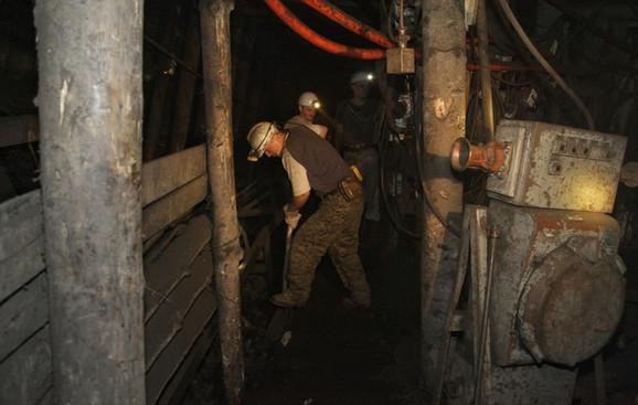 Da li sedenje u kancelariji može da se meri rudarskim poslom