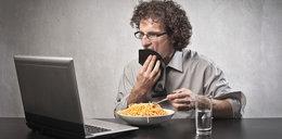 Jesz w ten sposób? Zwiększasz ryzyko wystąpienia groźnych chorób