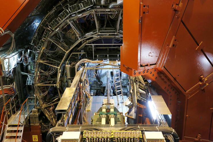 Laboratorija CERNu Švajcarskoj:Traganje za početkom svemira