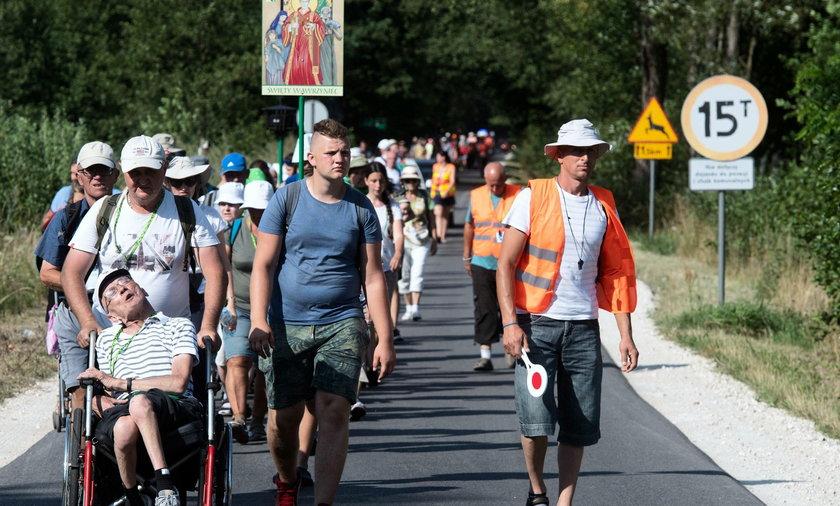 70 tys. pielgrzymów dotarło pieszo na Jasną Górę