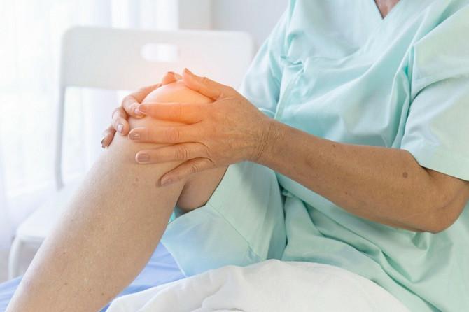 Pacijenti sa moždanim udarom često sami nalaze razna obrazloženja za njihove simptome – da su loše spavali, da im je noga bila prekrštena pa je zato oslabila i utrnula, što nije dobro jer se tako gubi dragoceno vreme