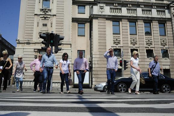 Preko ulice iz dva puta: Semafori za pešake kod Narodnog pozorišta nisu sinhronizovani