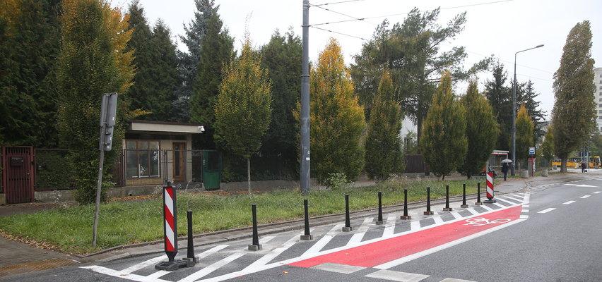 O co dokładnie chodzi ze słupkami pod domem Kaczyńskiego? Na tym zdjęciu widać wszystko!