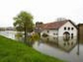 Raport NIK topi samorządy: Nie chronią mieszkańców przed skutkami powodzi, pozwalają budować na terenach zagrożonych
