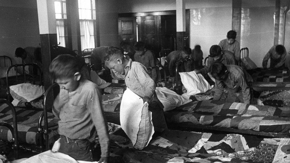 Szkoła z internatem dla indiańskich, inuickich i metyskich dzieci