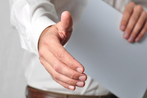 Zasadniczo przedsiębiorcy i eksperci pozytywnie oceniają przyjęty już przez rząd projekt ustawy o zarządzie sukcesyjnym przedsiębiorstwem osoby fizycznej.