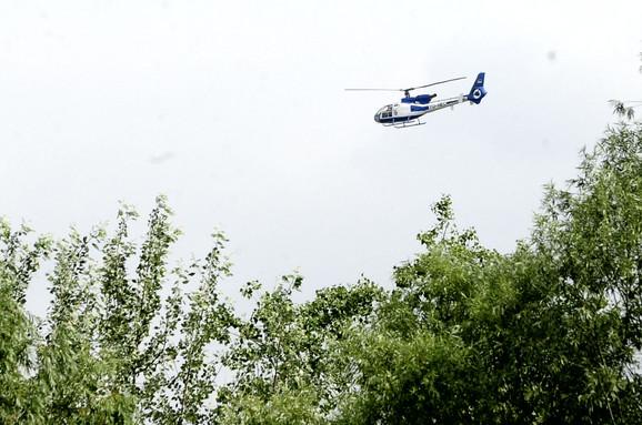 Helikopteri i dalje nadleću grad