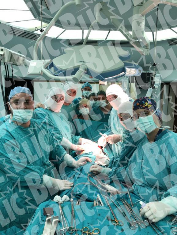 U složenoj operaciji čestvovalo pet vrhunskih stručnjaka