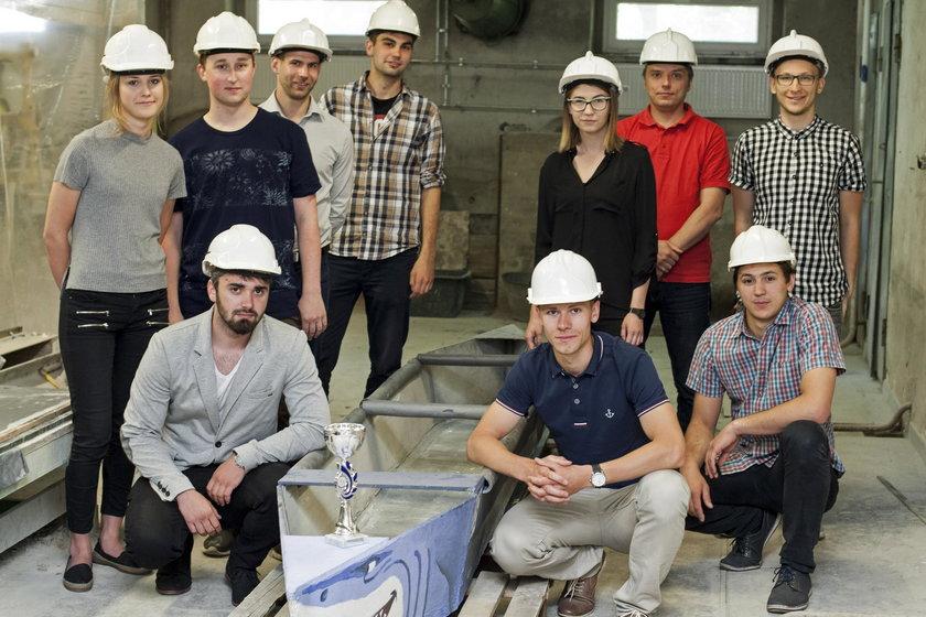 Studenci z Politechniki Śląskiej zbudowali kajak z betonu