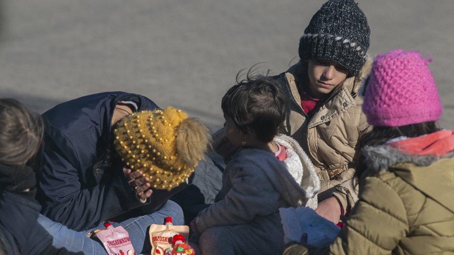 Zatrzymane przez polską Straż Graniczną dzieci w placówce w Michałowie