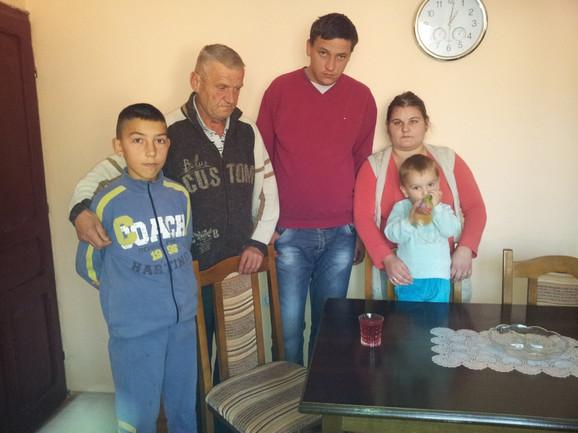 Marko sa porodicom brata od tetke