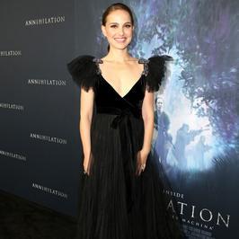 Natalie Portman w czarnej kreacji do ziemi. Pięknie!