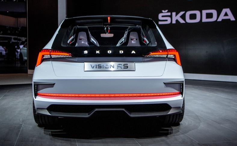 Nowy hatchback Skody powstanie na platformie MQB A0, którą obecnie wykorzystuje Volkswagen T-Roc. A Czesi zastosowali ją już w prototypowym modelu Vision X – hybrydowy SUV debiutował wiosną w Genewie