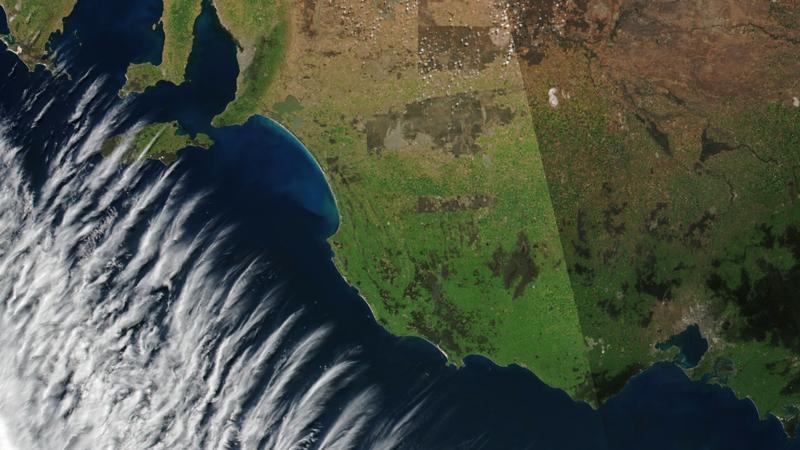 Chmury u wybrzeży Australii