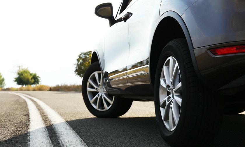 Zmiana opon w samochodzie. Co musisz wiedzieć?