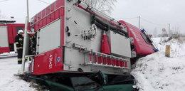 Strażacy zmiażdżyli volkswagena. To cud, że nikt tu nie zginął