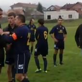 POGLEDAJTE OVO LUDILO Vratio se fudbal u Srbiji, vratile se TUČE I PSOVANJE! /VIDEO/