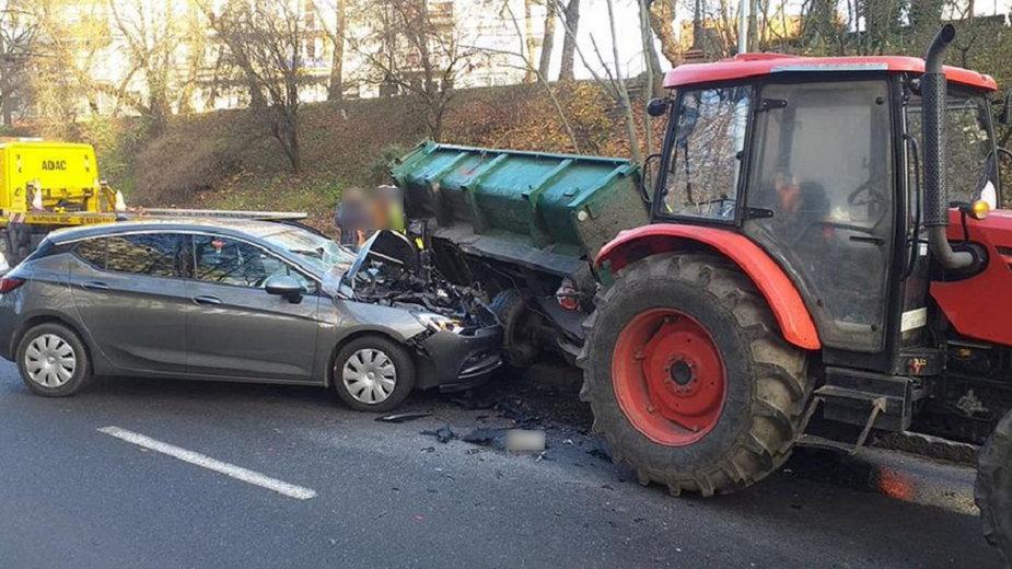 Opel uderzył w przyczepę fot. Wypadki Gorzów