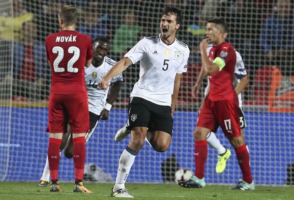 Mats Humels slavi gol za trijumf u Češkoj