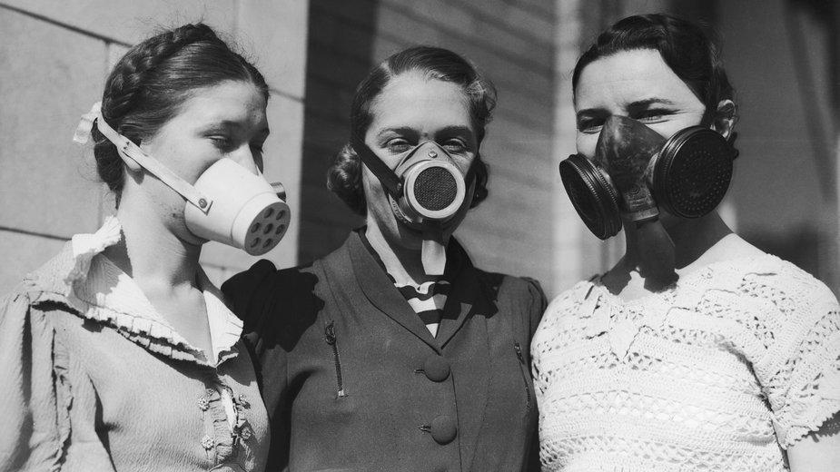 Kobiety w maskach przeciwpyłowych (ok. 1935)