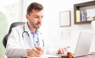 ZUS wprowadza ułatwienia dla medyków: e-ZLA z bezpłatnym certyfikatem