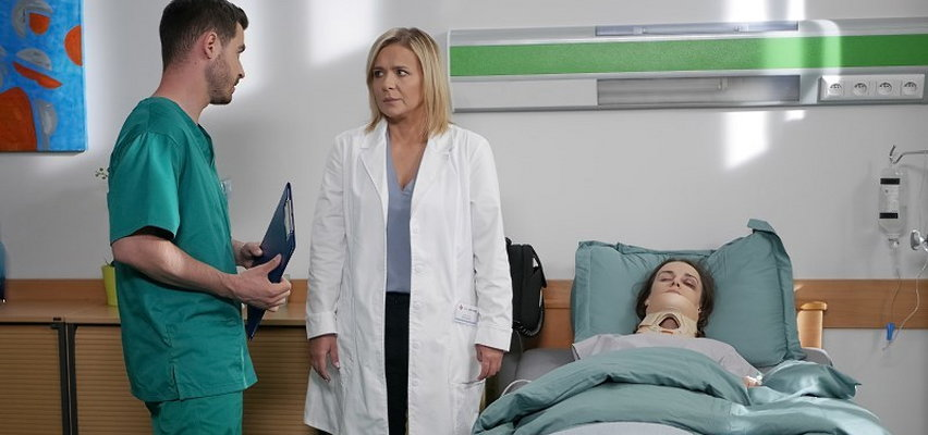 """""""Pierwsza miłość"""". Odcinek 3278. Melkę zaatakują bandyci. W szpitalu lekarze stoczą walkę o jej życie!"""
