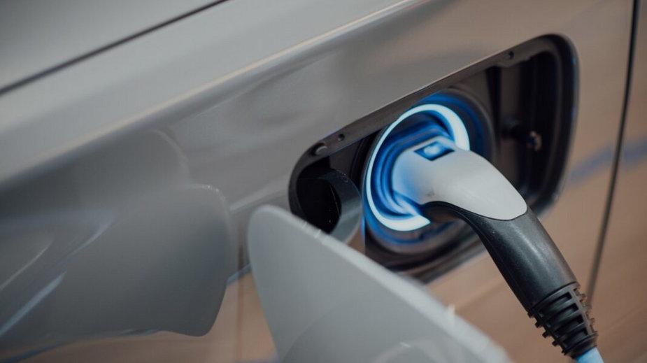 Od 2035 roku praktycznie wszystkie nowe samochody będą musiały posiadać akumulator zamiast silnika spalinowego.