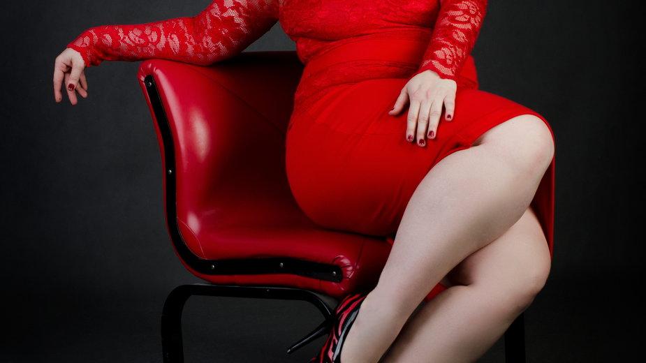 Najmodniejsze kroje sukienek dla 50-latki