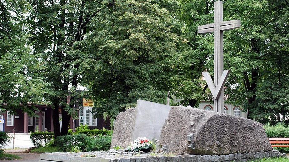 """Pomnik """"Ofiarom Przemocy, Wojen i Represji"""" w Hajnówce"""