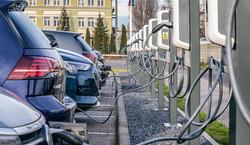 Kiedy samochód elektryczny jest tańszy niż spalinowy. Koszty zaskakują
