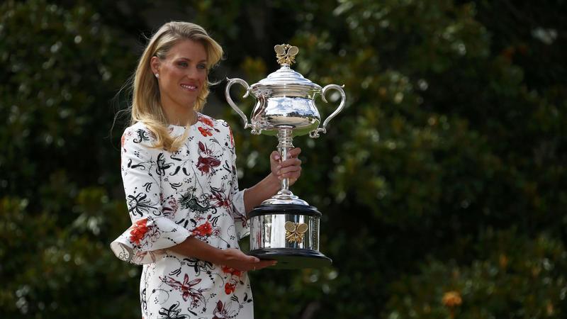 Angelique Kerber z trofeum