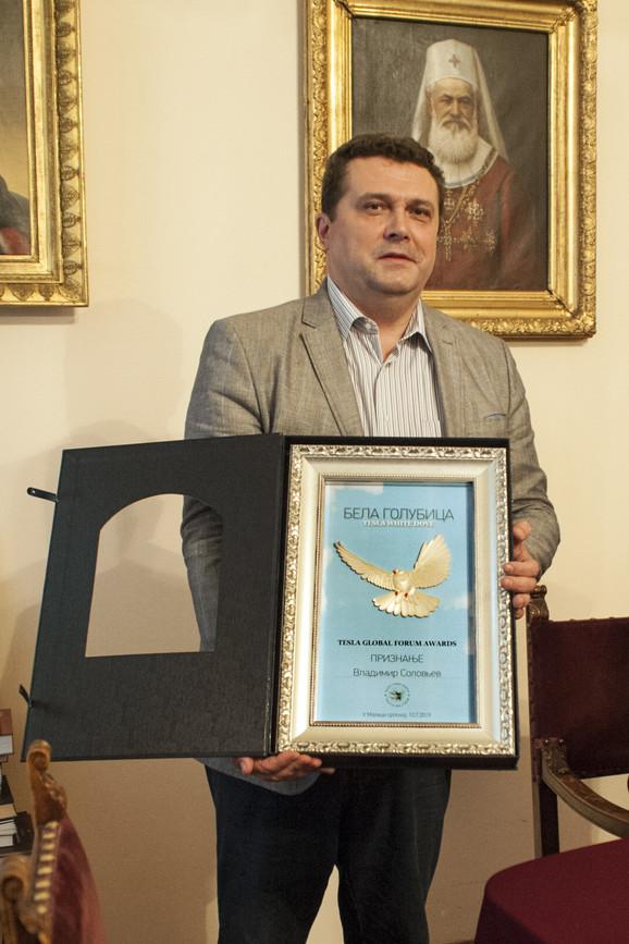 ''Bela golubica'' dodeljena predsedniku Saveza novinara Rusije Vladimiru Solovjevu