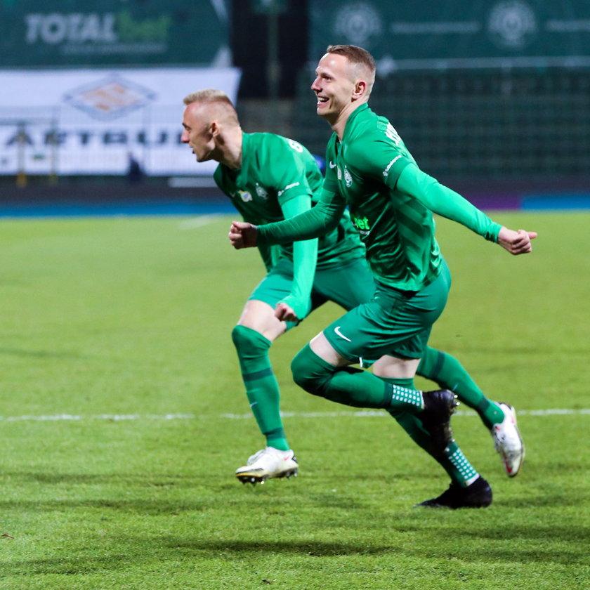 W pięciu meczach Zieloni zdobyli 10 punktów. Seria spotkań bez porażki zakończyła się na czterech.